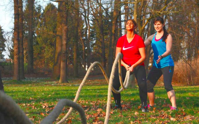Personal Trainer von fitness4me beim Outdoor-Training Bootcamp